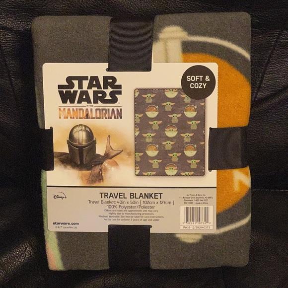 Star Wars-Mandalorian-Grogu travel blanket